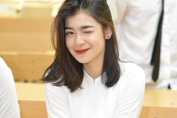 Mới 16 tuổi, con gái xinh xắn của NSƯT Võ Hoài Nam đã kiếm tiền chục triệu/ tháng