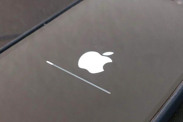 Vừa tung iOS 14.5, Apple đã khẩn cấp phát hành iOS 14.5.1