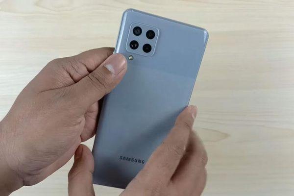 Trên tay Samsung Galaxy M42 5G: RAM 8 GB, pin 5.000 mAh, giá 'mềm'
