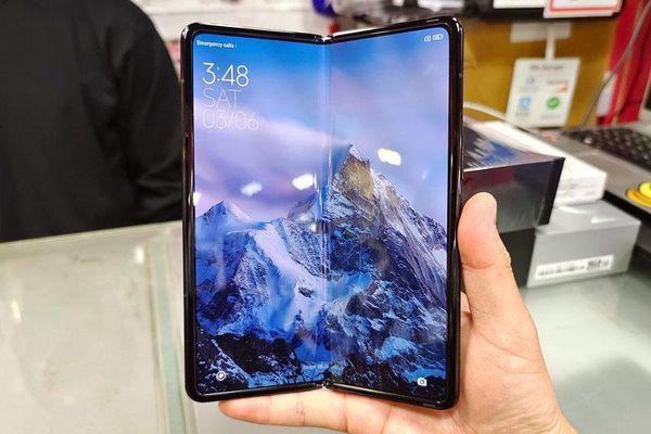 Smartphone màn hình gập, chip S888, RAM 16 GB, sạc siêu tốc, giá hơn 46 triệu đồng