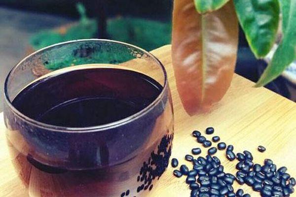 Uống nước đậu đen giải nhiệt không đúng cách hậu quả khôn lường