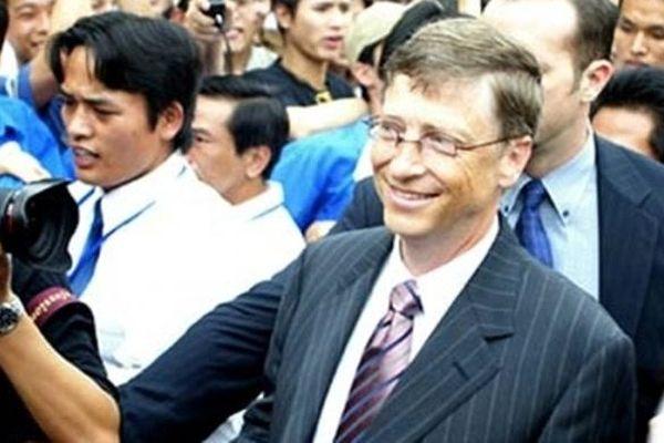 Nhìn lại chuyến thăm Việt Nam của Bill Gates tròn 15 năm trước