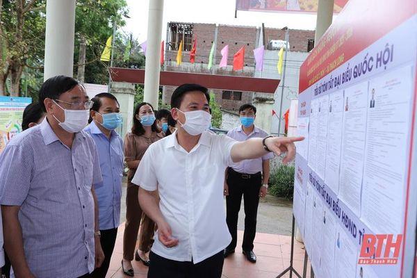 Đồng chí Bí thư Tỉnh ủy Đỗ Trọng Hưng kiểm tra công tác chuẩn bị bầu cử tại huyện Vĩnh Lộc và Thạch Thành