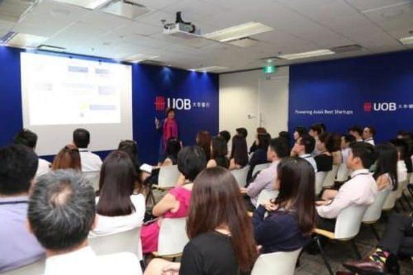 Singapore: Báo động thiếu hụt lao động chất lượng cao trong ngành tài chính và công nghệ