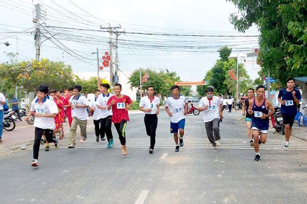 Phú Tân xã hội hóa sân chơi thể thao vùng nông thôn