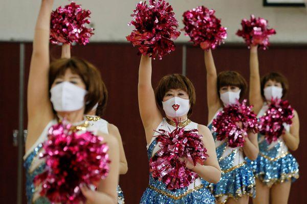 Cụ bà 89 tuổi là thành viên đội cổ vũ ở Nhật