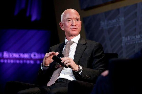 Tỷ phú Jeff Bezos mua siêu du thuyền đầu tiên