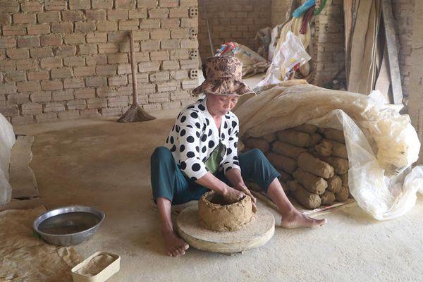 Người duy nhất làng lò nồi còn làm nồi đất