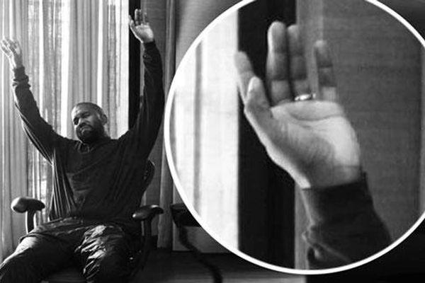 Chồng cũ Kim Kardashian vẫn đeo nhẫn cưới dù đã ly hôn hơn 2 tháng