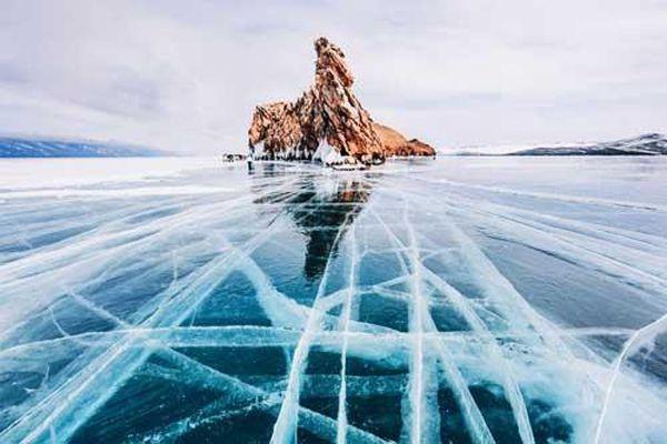 Mê mẩn vẻ đẹp tráng lệ của hồ Baikal vào mùa đông