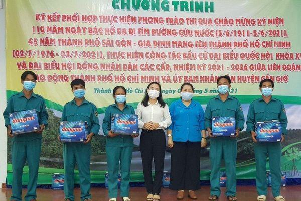 EVNHCMC đồng hành với Liên đoàn lao động TPHCM chăm lo cho đoàn viên khó khăn