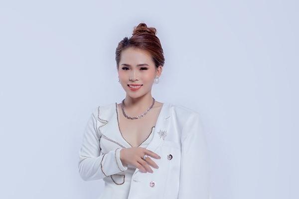 Khánh Ly Boutique bật mí cách phối đồ nữ tính, hiện đại