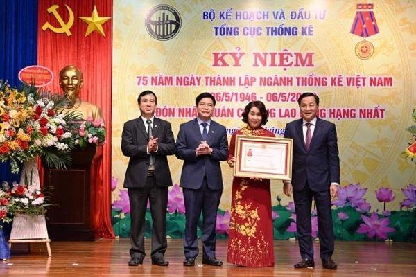Tổng cục Thống kê Việt Nam đón nhận Huân chương Lao động hạng Nhất