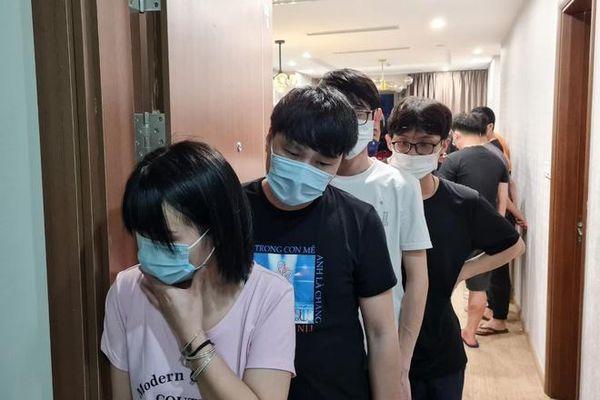 Khởi tố 2 bị can giúp người Trung Quốc vượt biên ở lại TP.HCM