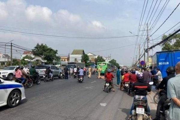 Tai nạn giao thông mới nhất hôm nay 7/5: Người đàn ông chạy xe máy bị xe buýt tông tử vong tại chỗ