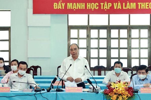 Chủ tịch nước Nguyễn Xuân Phúc dự Hội nghị dành cho ứng cử viên ĐBQH và HĐND tại TP Hồ Chí Minh