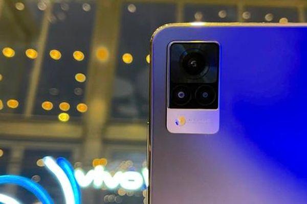 vivo V21 5G lên kệ có giá gần 10 triệu đồng