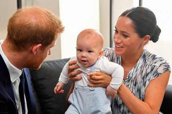 Loạt khoảnh khắc đáng yêu của con trai nhà Harry-Meghan vừa tròn 2 tuổi