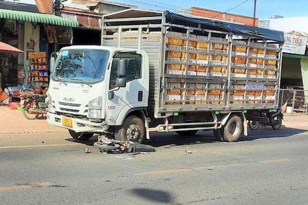 Tin giao thông đến sáng 7/5: Bị xe tải cuốn vào gầm, 1 người đi xe máy tử vong; đứng trên đường ray, người đàn ông bị tàu hỏa tông thiệt mạng