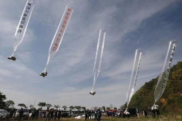 Triều Tiên cảnh báo nguy cơ lây lan COVID-19 từ 'vật thể lạ lơ lửng'