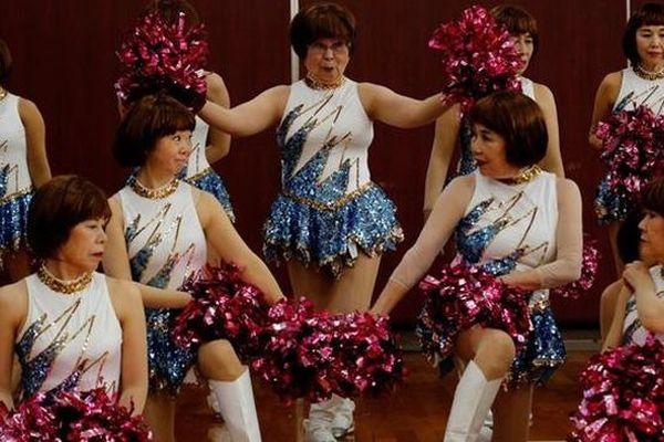 Đội cổ vũ U90 Nhật Bản: Năng động, trẻ trung không thua kém nữ sinh