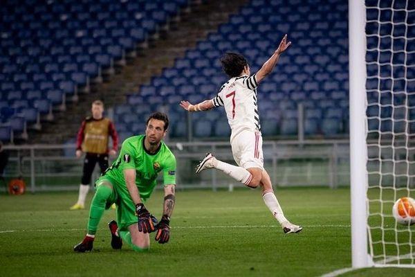 MU vào chung kết Europa League: Phải giữ Cavani bằng mọi giá