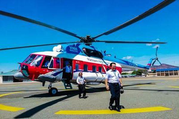 Vì sao phải chi 700 triệu đồng thuê trực thăng chở đề thi THPT ra đảo Phú Quý?