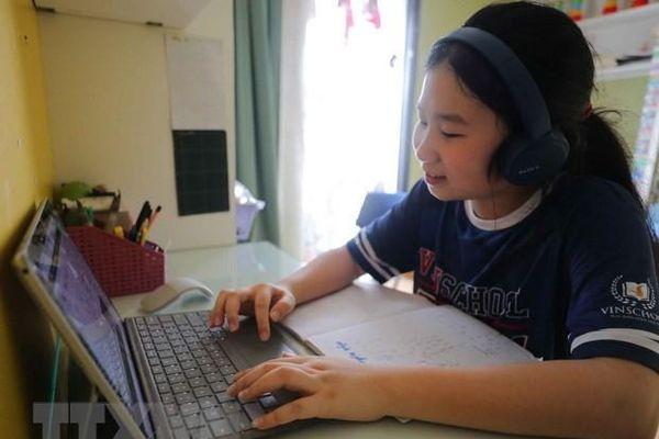 Trường đầu tiên tổ chức thi cuối học kỳ II trực tuyến vì dịch COVID-19