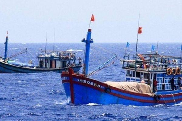 Bảo vệ ngư dân khi Trung Quốc cấm đánh cá trên Biển Đông