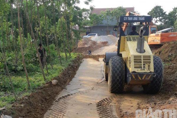 Hơn 105 tỉ đồng nâng cấp tuyến đường liên xã tại Tuyên Quang