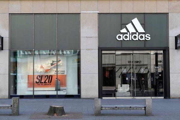 Bất chấp kêu gọi tẩy chay từ Trung Quốc, Adidas báo cáo doanh số tăng
