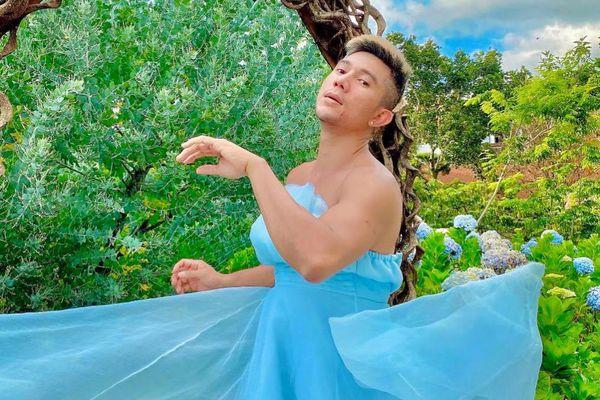 'Phát ngất' với bộ ảnh Lương Bằng Quang mặc váy cúp ngực nằm giữa vườn cẩm tú cầu