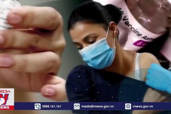 Phản ứng sau tiêm vaccine AstraZeneca liên quan đến giới tính