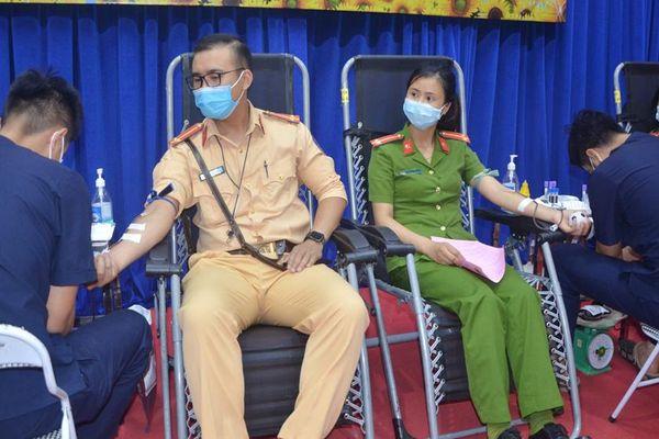Hơn 300 cán bộ, chiến sĩ Công an tỉnh Bắc Giang tham gia hiến máu tình nguyện