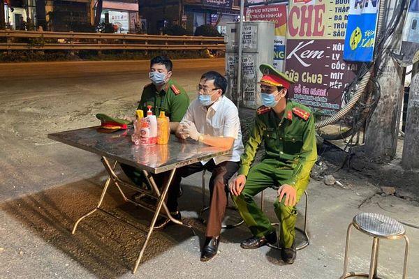 Huyện Thường Tín lập 3 chốt kiểm soát, phong tỏa phố Tía, xã Tô Hiệu