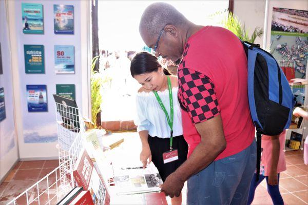 'Người Cuba: Chum gạo có thể vơi, nhưng tủ sách thì không bao giờ'