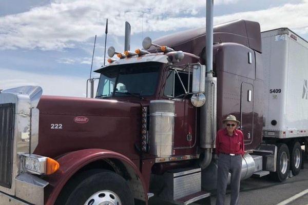 Tài xế 88 tuổi lái xe tải đường dài tại Mỹ