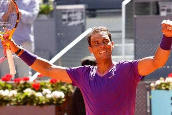 Rafael Nadal 'hồi sinh' trên sân đất nện