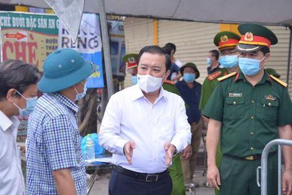 Phó Chủ tịch Thành phố Hà Nội thị sát 'ổ dịch' ở Thường Tín