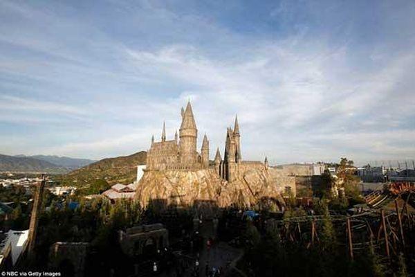 Lạc vào 'Thế giới phù thủy' trong công viên Harry Potter