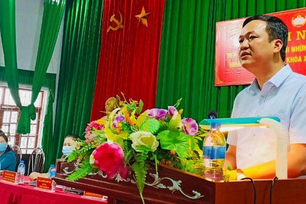 Phó Chủ tịch UBND tỉnh Lê Ô Pích tiếp xúc cử tri, vận động bầu cử tại huyện Sơn Động