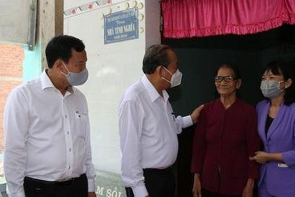 Phó Thủ tướng Thường trực tri ân các nghĩa sĩ, thăm Mẹ Việt Nam anh hùng