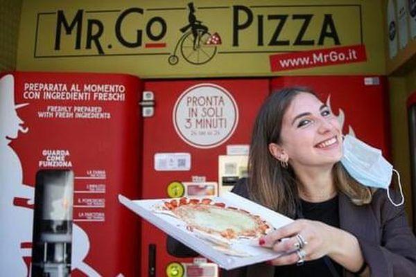 Tranh cãi quanh máy bán pizza tự động đầu tiên ở Rome