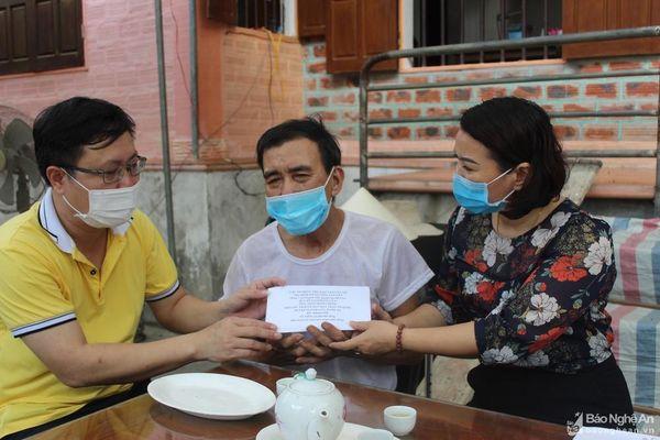 Trao hơn 32 triệu đồng cho gia đình em Nguyễn Văn Nhã quên mình cứu bạn