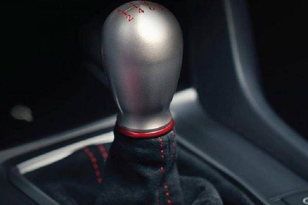 Honda ra mắt phiên bản Civic gần 2 tỷ đồng, vẫn dùng số sàn
