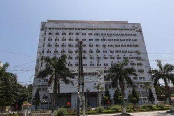 Người đàn ông bị liệt 2 chân gieo mình từ tầng 11 bệnh viện xuống đất tử vong