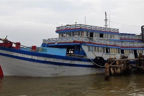 Cà Mau: Bắt giữ tàu cá Bình Thuận chở người nhập cảnh trái phép