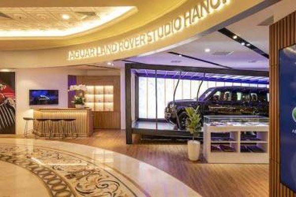 Jaguar Land Rover mang 'xế xịn' vào Tràng Tiền Plaza