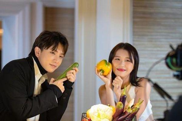 Tập 6 'Ăn Đi Rồi Kể': Han Sara dùng 'mỹ nhân kế' khiến Tùng Maru phản luôn đội nhà