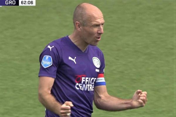 Robben lập cú đúp kiến tạo trong 10 phút